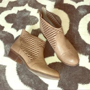 ZigSoho ankle booties with cutout design